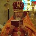 Пасха 2008 г. Отец Василий зачитывает поздравление Патриарха.